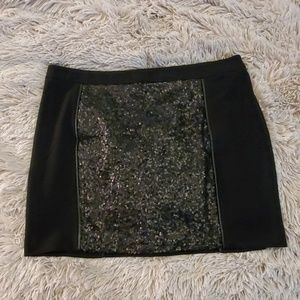 NWOT---Kensie black skirt with front sequin detail